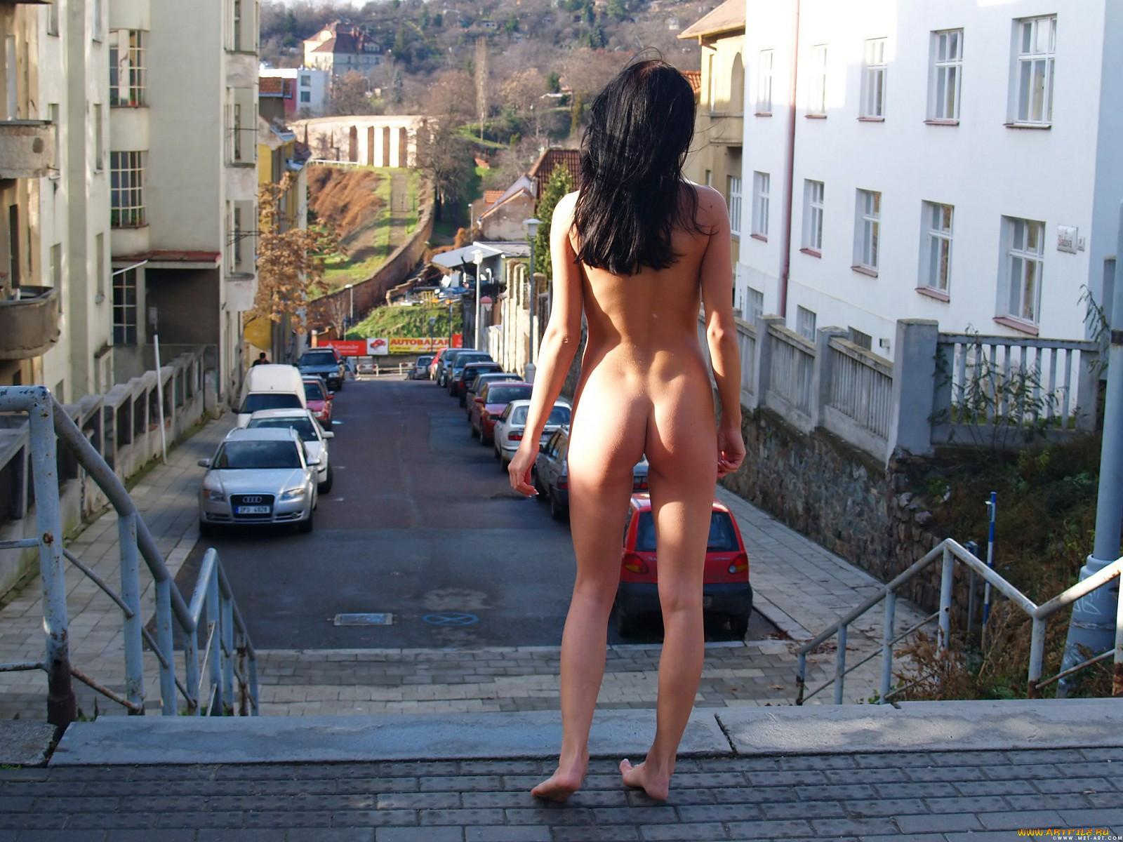 Фото смущенных обнаженных девушек 23 фотография