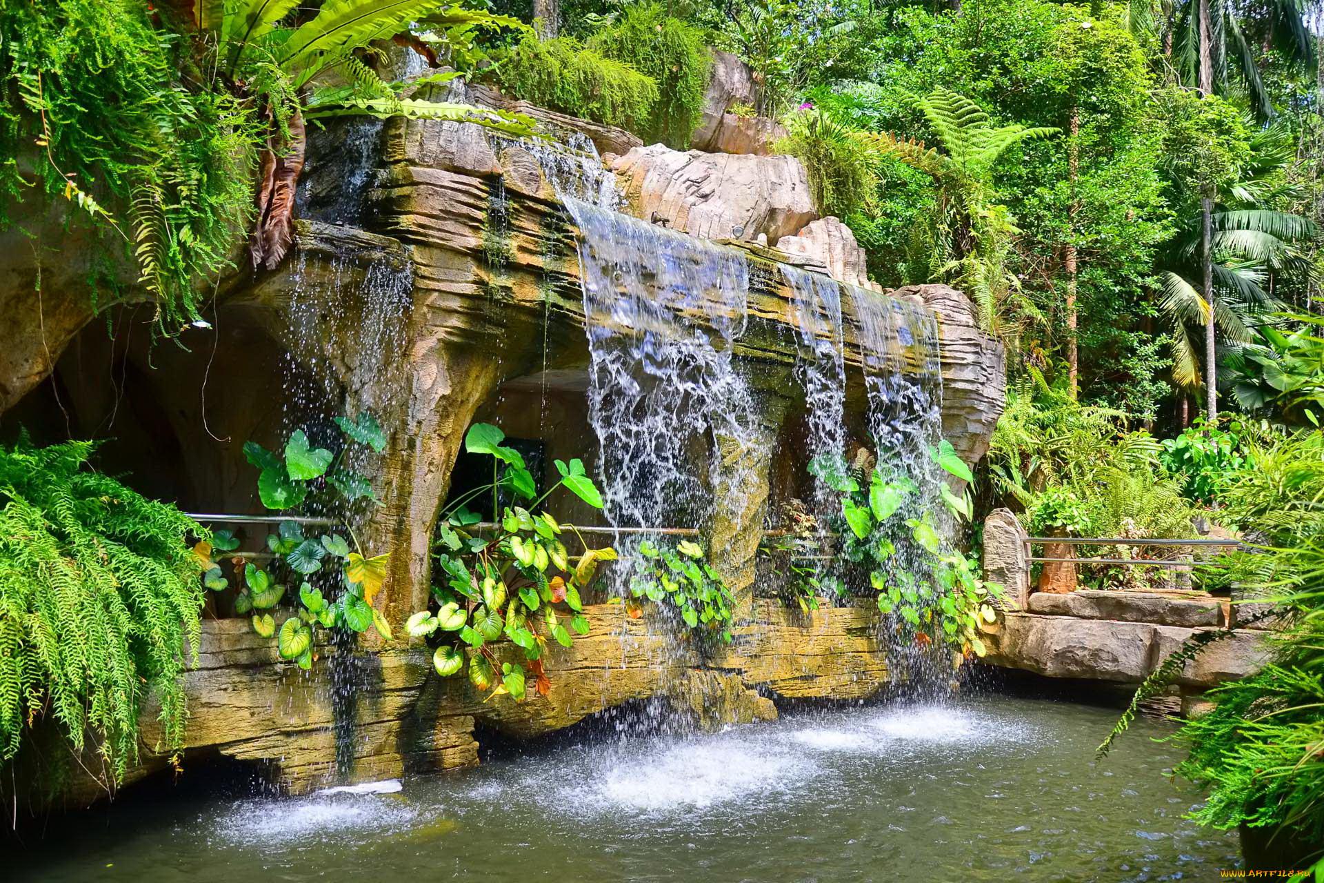 Garden waterfall for Como disenar un jardin grande