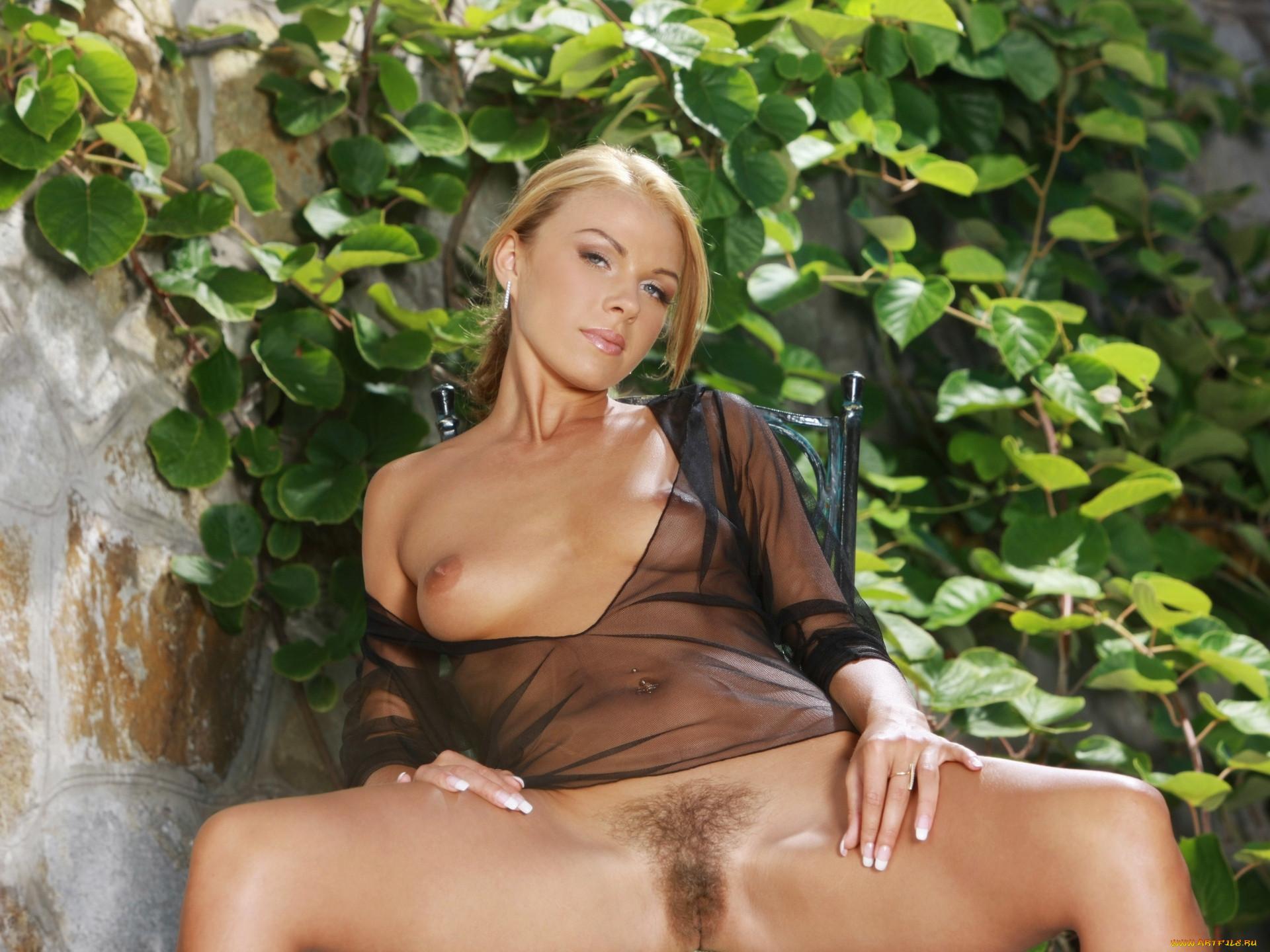 Смотреть порно женщины одеты в прозрачные одежды на голое волосатое тело 3 фотография