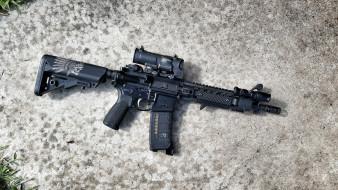 обои для рабочего стола 2048x1152 оружие, автоматы, фон, автомат, штурмовая, винтовка