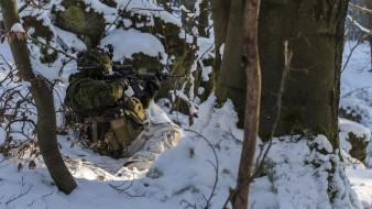 обои для рабочего стола 2048x1152 оружие, армия, спецназ, солдат, canadian, army