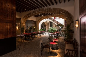 palma de mallorca - courtyard, интерьер, кафе,  рестораны,  отели, дворик, столики