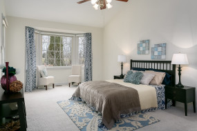 интерьер, спальня, ковер, окно, лампа, кресла, дизайн, стиль, кровать