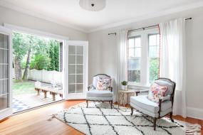 интерьер, гостиная, кресла, ковер, зеркала, камин, дизайн