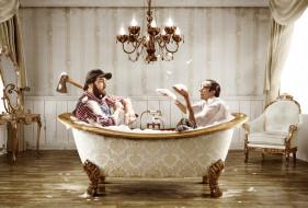 обои для рабочего стола 2500x1694 юмор, приколы, топор, ванна, люстра, лесоруб, пена, очкарик, ботан