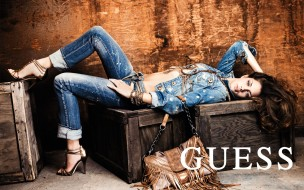 бренды, guess, сумка, джинсы, девушка