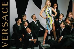 gigi hadid, бренды, versace, блондинка, модель, версаче, парни, платье, улыбка