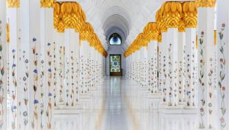 большая мечеть шейха зайда,  абу даби,  оаэ, интерьер, убранство,  роспись храма, колонны, зал, цветы, роспись, золото, дверь