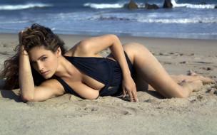 девушки, kelly brook, шатенка, купальник, пляж, песок, море
