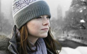 девушки, emma stone, веснушки, куртка, шарф, шапка, рыжая, лицо, эмма, стоун