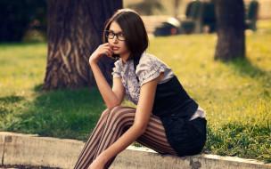 девушки, -unsort , брюнетки,  шатенки, очки, газон, дерево