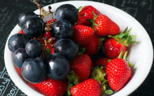 обои для рабочего стола 2560x1600 еда, фрукты,  ягоды, виноград, клубника, ягоды