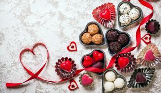 праздничные, день святого валентина,  сердечки,  любовь, угощение, конфеты, пирожные, сердечки