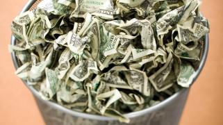разное, золото,  купюры,  монеты, мятые, много, банкноты, доллары, корзинка, мусорная