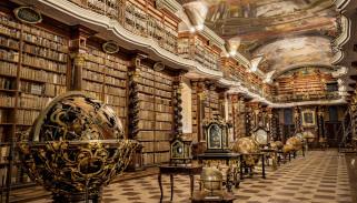 национальная библиотека Чешской республики, интерьер, кабинет,  библиотека,  офис, глобусы, книги, балкон, роспись, потолок, часы