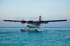 Самолет DHC-6 Твин Оттер на воде