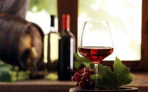 обои для рабочего стола 2560x1600 еда, напитки,  вино, вино, бокал, бутылки, бочонок, виноград