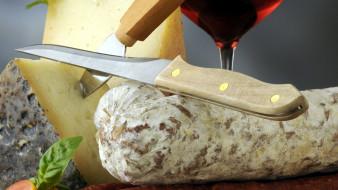вино, сыр, базилик, нож, колбаса