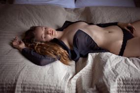 трусы, кровать