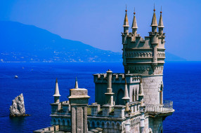 города, ласточкино гнездо , крым, Чёрное, море, ласточкино, гнездо, крепость, побережье, дымка, синева, скала, горы, солнце