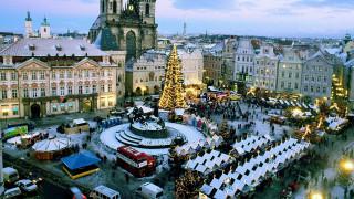 города, прага , Чехия, здания, панорама, палатки, площадь, люди, праздник, ёлка