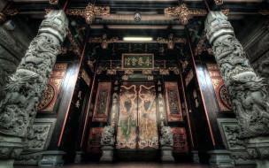 иероглифы, колонны, двери