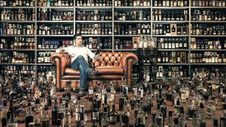юмор и приколы, диван, мужчина, бутылки, алкоголь, много