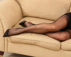 высокий каблук, шпилька, диван, комната, красивые ножки, туфли лодочки, колготки, короткое платье