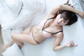 азиатка, постель, поза, руки, бельё, грудь, взгляд