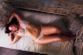 девушки, -unsort , брюнетки,  шатенки, кровать, подушки, белье
