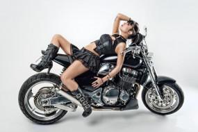 мотоциклы, мото с девушкой, юбка, топ, девушка, профиль, татуировка, мотоцикл, сапоги, брюнетка