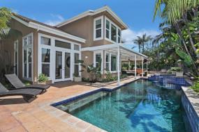 пальмы, бассейн, лежак