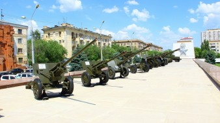 обои для рабочего стола 1920x1080 оружие, пушки, ракетницы, фонари, дома, облака