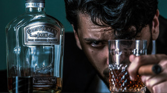 бокал, виски, мужчина, бутылка