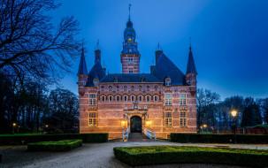 города, - дворцы,  замки,  крепости, деревья, фонари, кустарники