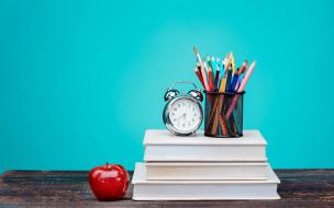 разное, канцелярия,  книги, красочный, часы, книги, карандаши, стол, фон, цветные, будильник, яблоко