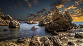 обои для рабочего стола 2000x1126 природа, моря, океаны, небо, скалы, море, камни, облака