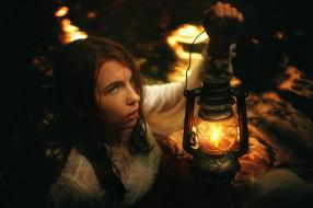 фонарь, девушка, вода
