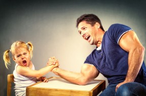 мужчина, армрестлинг, дочка, папа, турнир, девочка, семья