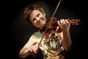 улыбка, скрипка, певица, женщина
