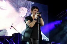 диана арбенина, музыка, ночные снайперы, концерт, микрофон, певица, женщина