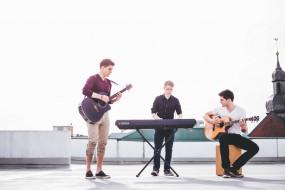 парень, гитара, купол, синтезатор