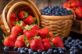 обои для рабочего стола 2500x1668 еда, фрукты,  ягоды, ягоды, клубника, голубика, корзина