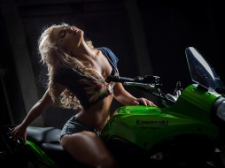 футболка, топ, туфли, мотоцикл, Mezentsev, девушка, блондинка, поза, шорты