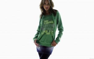 модель, Алессандра Амброзио, улыбка, толстовка, юбка