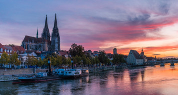 города, регенсбург , германия, мост, деревья, дома, дворец, небо, теплоход, река, regensburg, закат