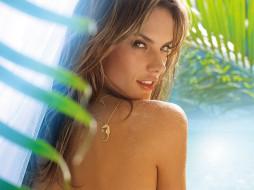 Алессандра Амброзио, модель, кулон, пальма
