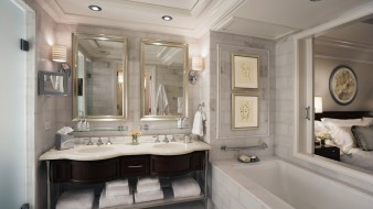 интерьер, ванная и туалетная комнаты, кровать, окно, ванна, полотенца, картины, раковины, краны, зеркала