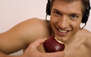 мужчины, - unsort, улыбка, яблоко, наушники