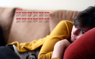 календари, девушки, грусть, диван